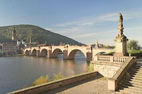 Brücke über Neckar_mit_Schloss © eyetronic - Fotolia.com
