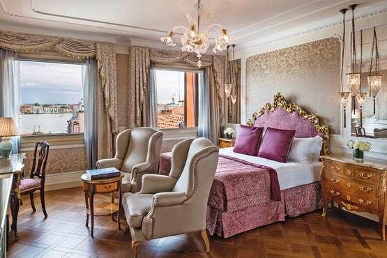 Junior Suite Lagoon View Bedroom
