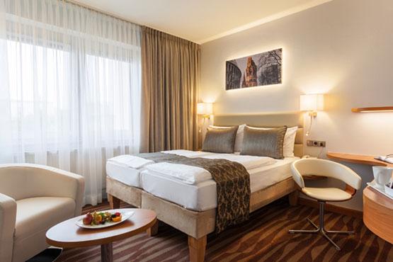 "Golden Tulip Hotel Hamburg <span class=""stars"">4</span>"