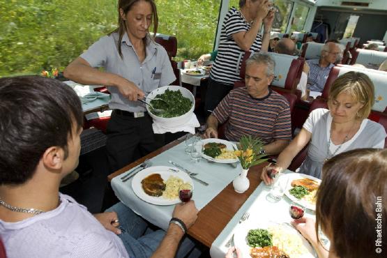 Repas à bord du Glacier Express
