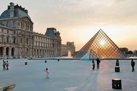 France  - Pyramide du Louvre © Atout France/Maurice Subervie