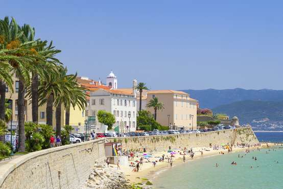 Fahrt im kleinen Touristenzug in Ajaccio