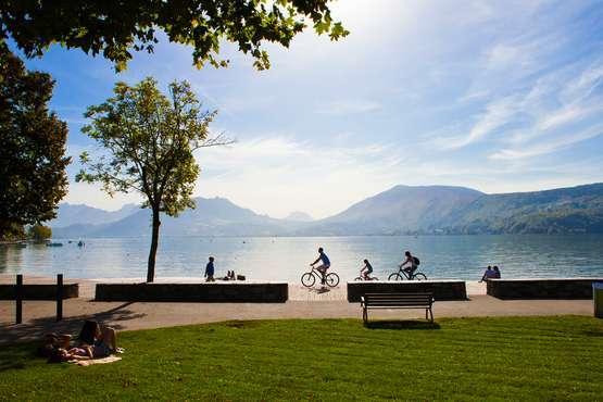 Annecy - Piste cyclable © F. Cavazzana, OT Annecy