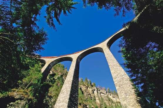 UNESCO–Weltkulturerbe Rhätische Bahn in der Landschaft Albula/Bernina