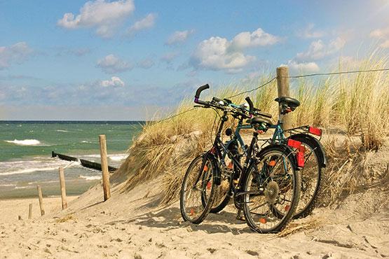 Velofahren oder Wandern ist die perfekte Verbindung von Sport, Natur und Kultur. Geniessen Sie aktiv die Schönheit der Landschaften, Sehenswürdigkeiten und die kulinarischen Leckerbissen des Reiseziels in Norddeutschland.