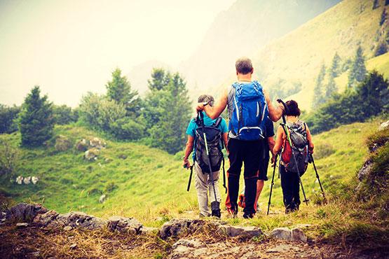 Velofahren oder Wandern ist die perfekte Verbindung von Sport, Natur und Kultur. Geniessen Sie aktiv die Schönheit der Landschaften, Sehenswürdigkeiten und die kulinarischen Leckerbissen der Reiseziele in Europa.