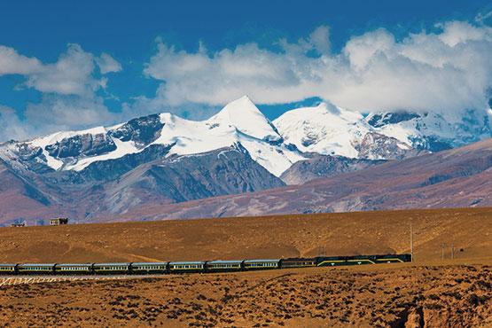 En train panoramique à l'assaut des Alpes suisses, à bord d'un palace sur rails à travers l'Espagne, sur la route légendaire du Transsibérien ou de l'Orient-Express: vivez une expérience unique à bord de trains d'exception!