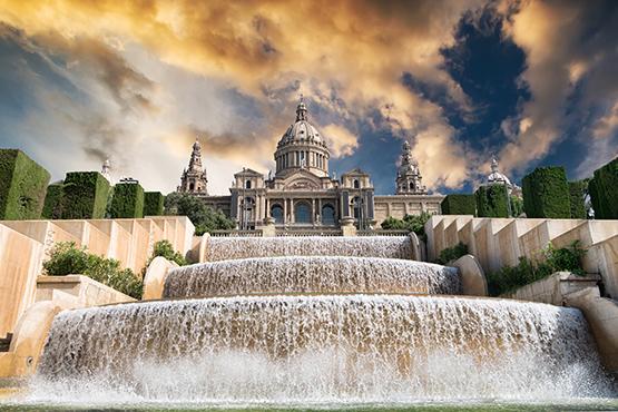 Plages au centre-ville, musées avant-gardistes, clubs extravagants, hôtels de luxe ou boutiques excentriques - Barcelone est une ville méditerranéenne insolite et festive.
