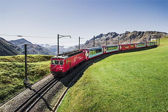 Der langsamste Schnellzug der Welt bringt Sie während Ihrer Gruppenreise von St. Moritz nach Zermatt oder umgekehrt.