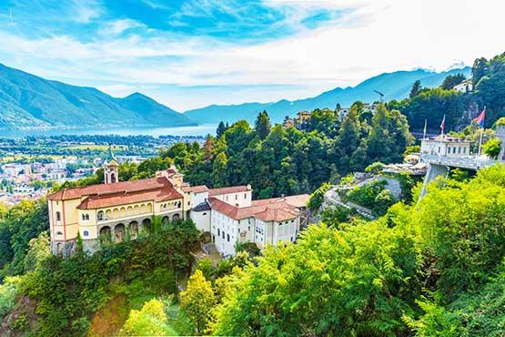 Palme e ghiacciai, dolce vita e sport estremi, chiese storiche e architettura moderna - i contrasti del Ticino si fondono in un insieme armonioso.